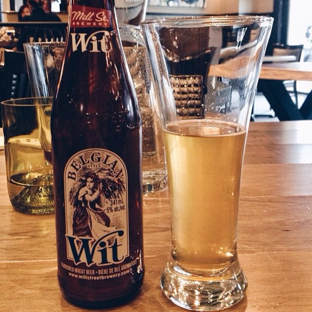 Belgium wit beer - because it's beer o'clock! Picture be @bridgetvanwart #ampersand27yeg #ampersand27 #beer #belgiumbeer #yeg #yegfood #bar #drink #dinner #witbeer #belgianstyle